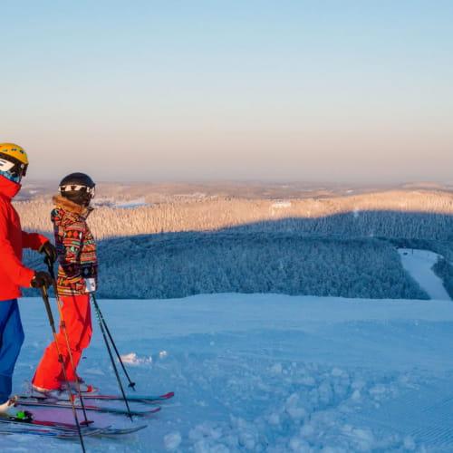 Skier en aurore